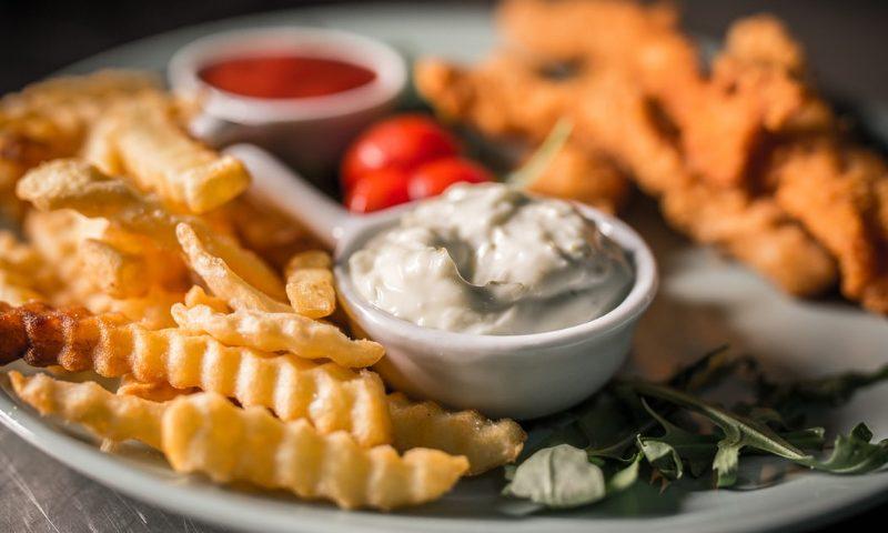 Najlepší dip k mäsu aj zelenine! Biely jogurt s cesnakom a pažitkou