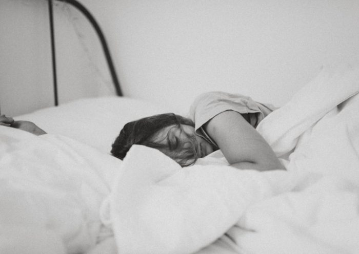 Potíte sa počas spánku? Čo môžete (ne)robiť ešte pred spaním